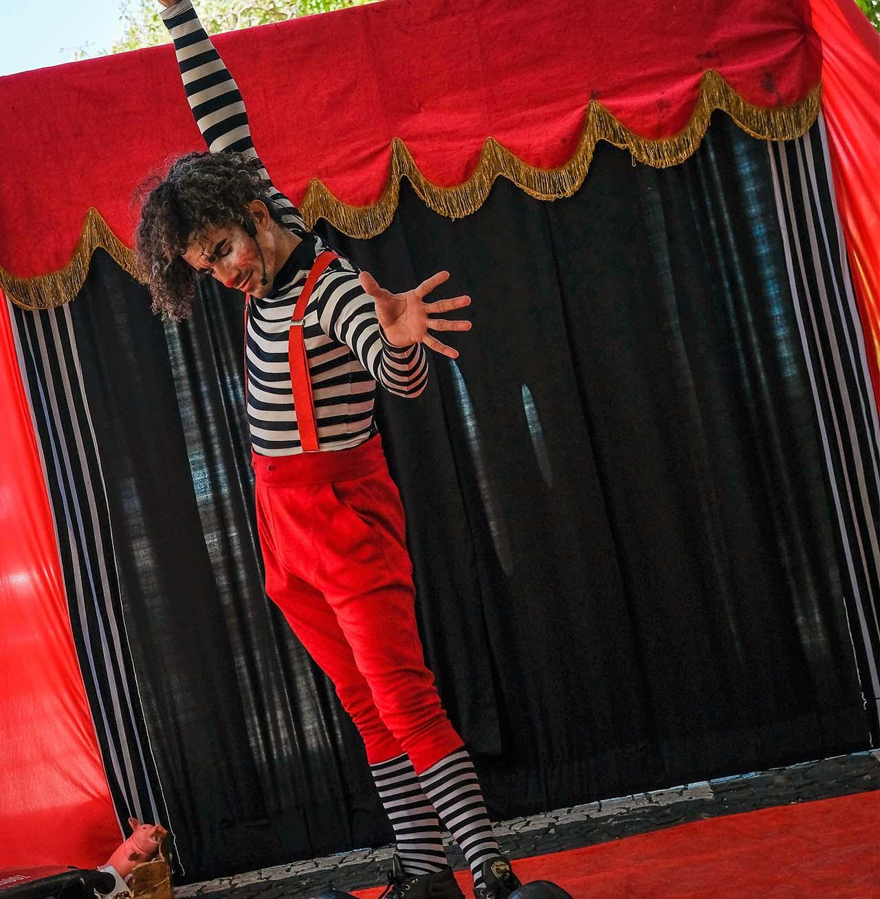 Spectacle de jonglerie pour enfants pour vos festivités en Hautes Pyrénées (65), Gers (32), Landes (40) et Pyrénées-Atlantiques (64)