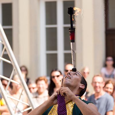 Artiste jongleur cracheur de feu - Animations et spectacles de feu de pyrotechnies pour toutes vos évènements en Hautes Pyrénées (65),Gers (32), Landes (40) et Pyrénées-Atlantiques (64)