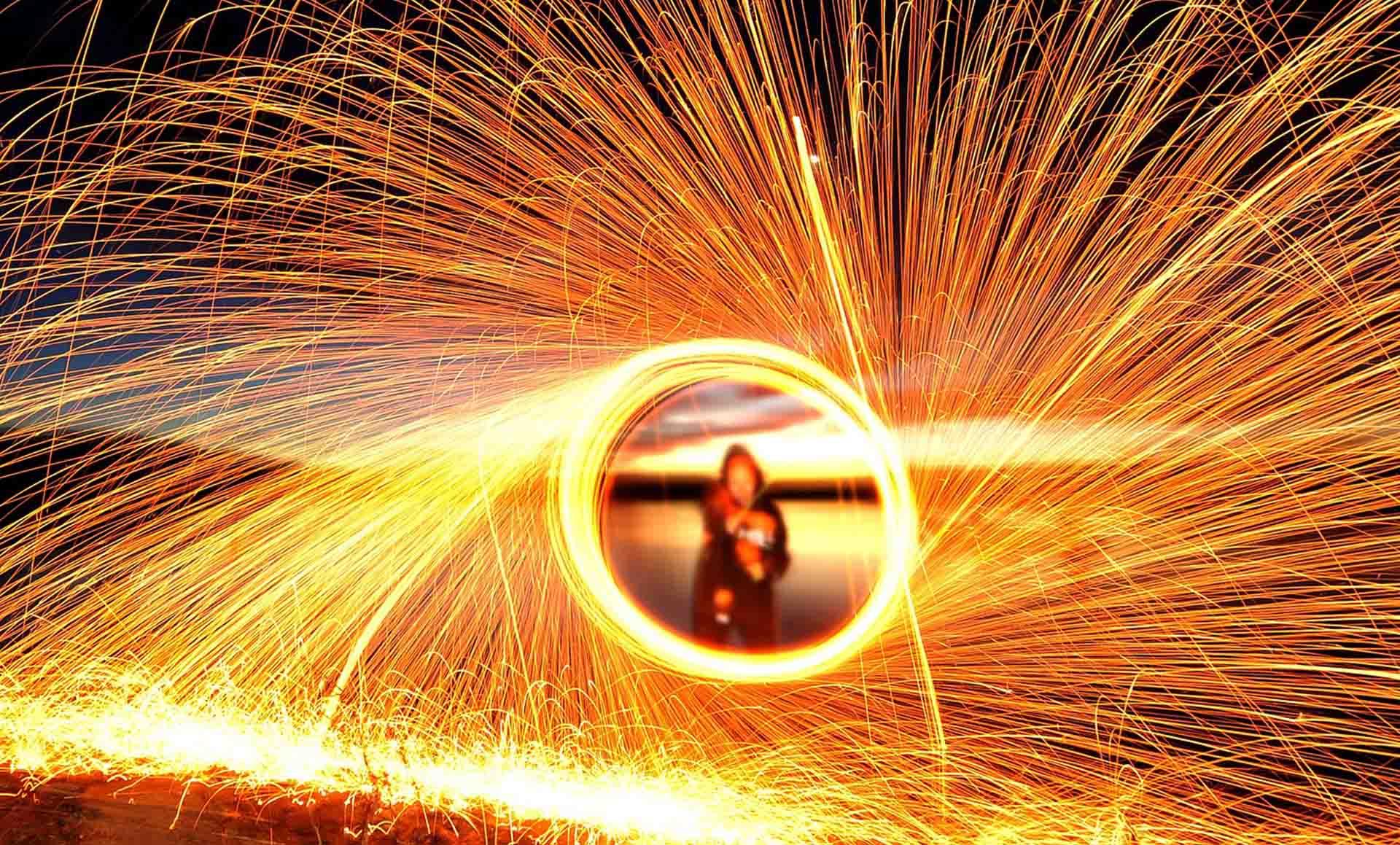 Animations et spectacles de feu de pyrotechnies pour toutes vos évènements en Hautes Pyrénées (65), Gers (32), Landes (40) et Pyrénées-Atlantiques (64)
