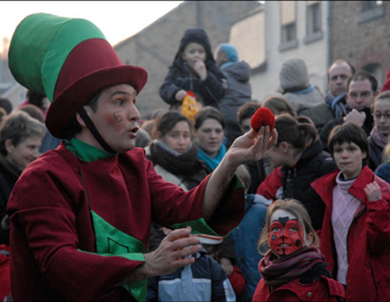 Spectacle cirque enfants - Caryl Dumont en Hautes Pyrénées (65),Gers (32), Landes (40) et Pyrénées-Atlantiques (64) Sud Ouest