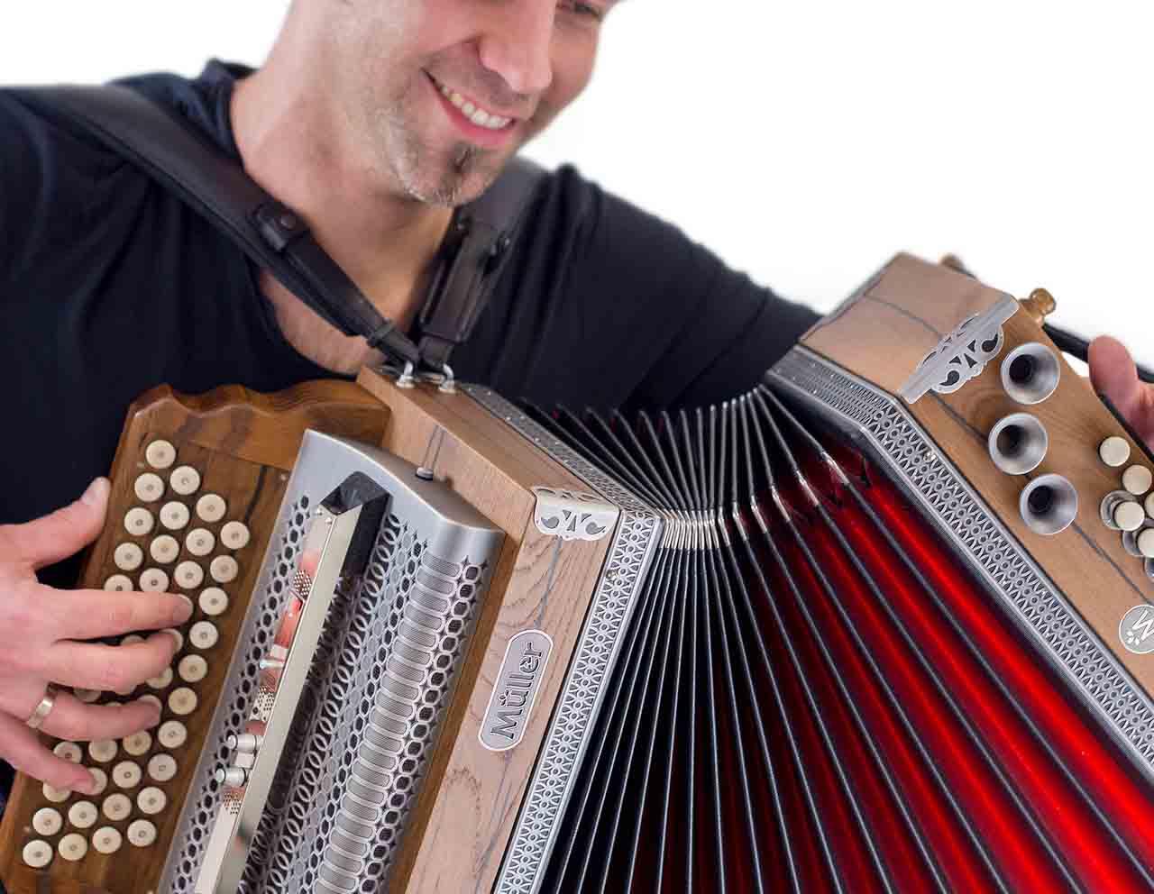 Musiciens et danseurs - Trobairiz pour tous évènements pour vos festivités en Hautes Pyrénées (65),Gers (32), Landes (40) et Pyrénées-Atlantiques (64)