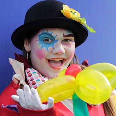 Animation clown sculpteur de ballons pour votre carnaval en Hautes Pyrénées (65), Gers (32), Landes (40), Haute Garonne (31) et Pyrénées-Atlantiques (64) Midi-Pyrénées
