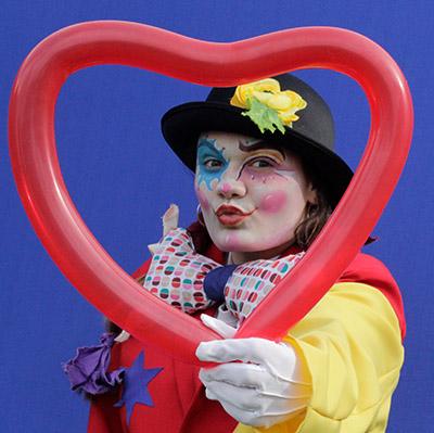 Spectacle de rue pour votre évènement de Saint Valentin en Hautes Pyrénées (65), Gers (32), Landes (40), Haute Garonne (31) et Pyrénées-Atlantiques (64)