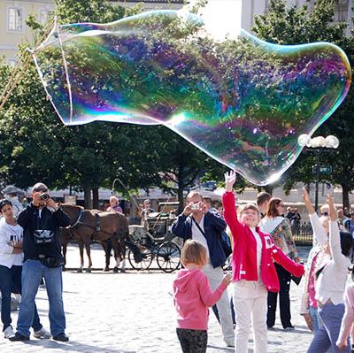 Bubble creator et ateliers de bulles pour vos festivités en Hautes Pyrénées (65), Gers (32), Landes (40) et Pyrénées-Atlantiques (64)