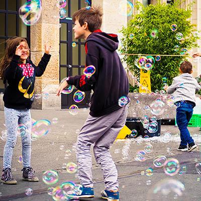 Animation bulles de savons pour enfants et ateliers pour vos festivités en Hautes Pyrénées - (65), Gers (32), Landes (40) et Pyrénées-Atlantiques (64)