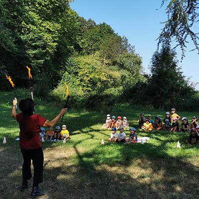 Spectacle de clown cirque jonglerie et équilibre pour tous vos évènements en Hautes Pyrénées (65),Gers (32), Landes (40) et Pyrénées-Atlantiques (64)